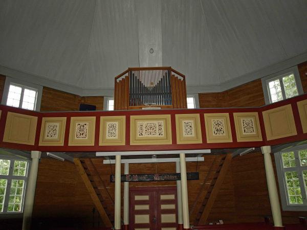 https://oppdal.kirken.no/img/14_01_22_Loenset_kirke/Mot_orgelet.jpg