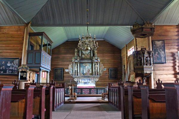 https://oppdal.kirken.no/img/14_01_22_Oppdal_kirke/Innvendig_mot_altertavla.jpg