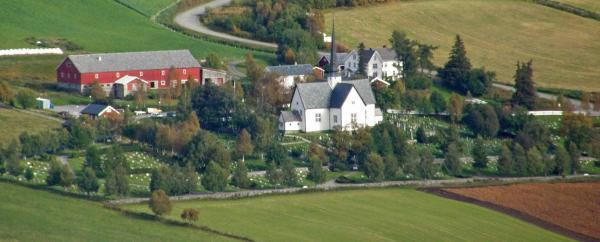 https://oppdal.kirken.no/img/14_01_22_Oppdal_kirke/Kirka_fra_Svarthaugen.jpg