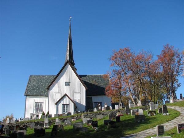 https://oppdal.kirken.no/img/14_01_22_Oppdal_kirke/Kirka_fra_oest.jpg